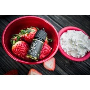 Royal Flush Strawberry Queen Nicotine Salt E-liquid 30ml